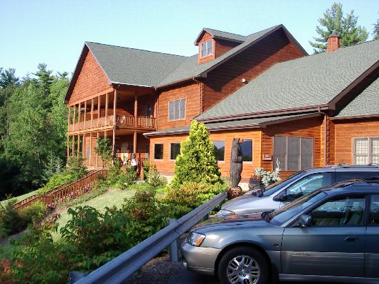 The front of House Mountain Inn (not showing banquet hall entrance)