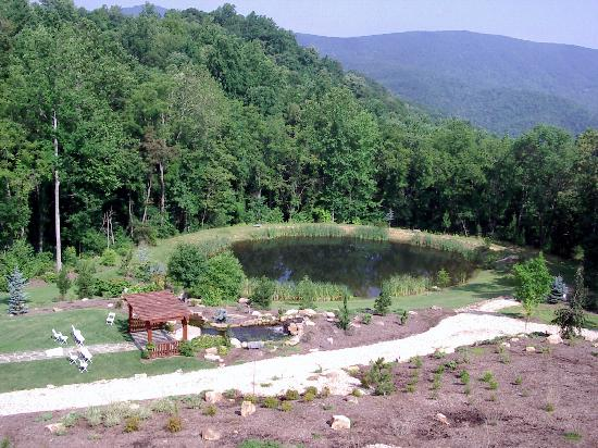 House Mountain Inn: View from house including wedding area in front of a fountain