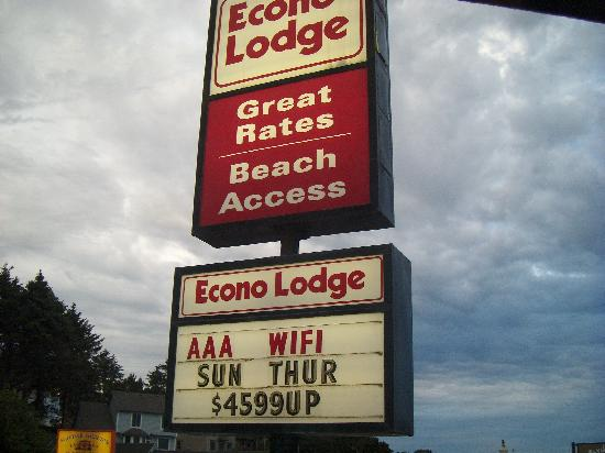 Lincoln City Value Inn: Here is the sign to the motel. Yeah right $49 a night!