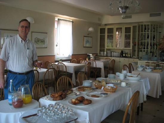 Hotel Ristorante Belvedere: Breakfast buffet table in adjoining dining room.  We ate every meal outside on the patio.
