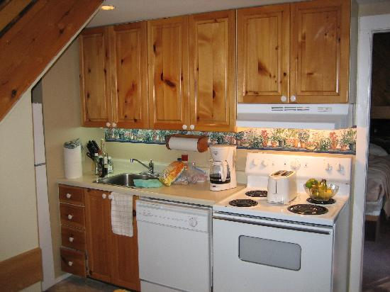 Mountain View Villas at Cranberry: Small kitchen with no counter space.