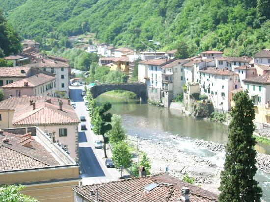 Bagni di Lucca, อิตาลี: overlooking the river