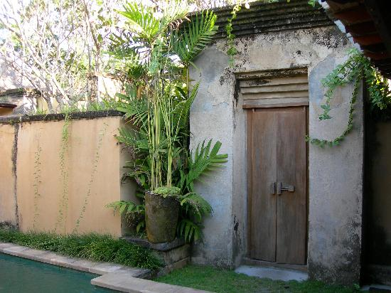 Barong Resort and Spa : Doorway from Private Patio to Main Property