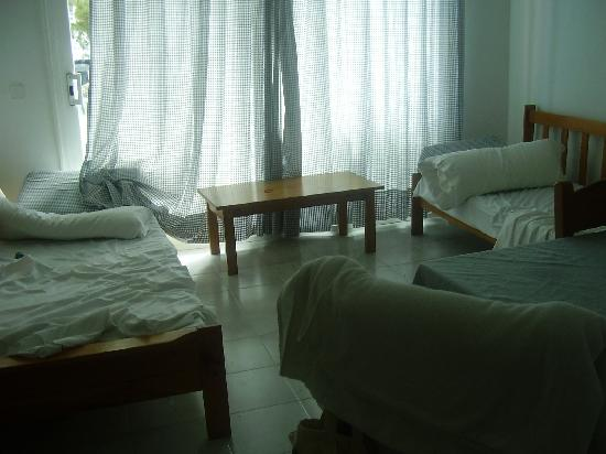 Ferrera Beach Apartments: room