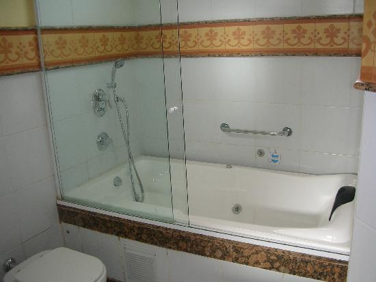 Hotel Casa do Amarelindo: jacuzzi bathtub