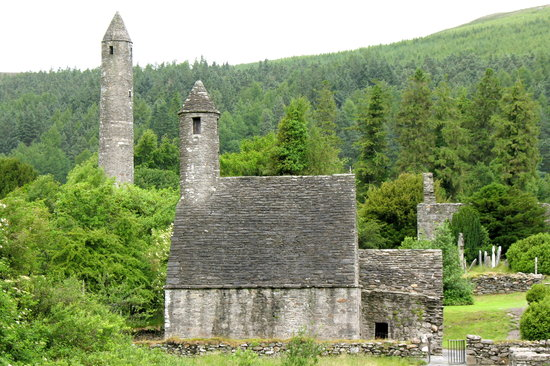 Vale of Glendalough, Ireland: Glendalough - St. Kevin's Kitchen and Tower