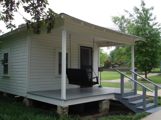 Elvis Presley Birthplace & Museum: The birthplace of Elvis