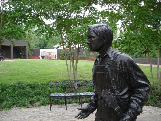 Elvis Presley Birthplace & Museum: Elvis statue with the chapel in the background