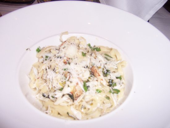 Thin pasta ribbons, Dungeness crab, lemon, garlic, butter - Picture