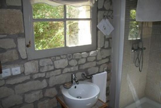 La Grande Maison d'Arthenay: The Wine Room - en suite bath