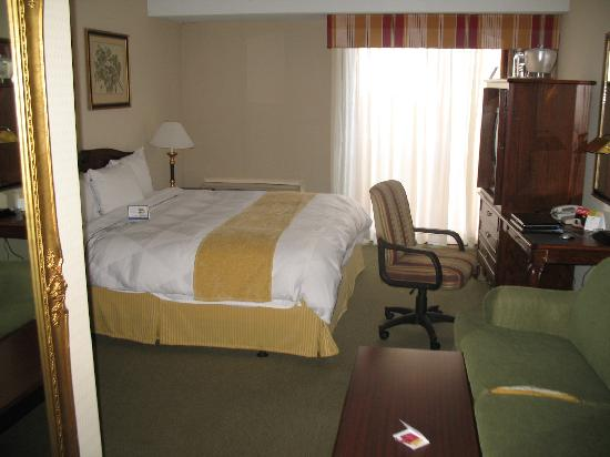 Four Points by Sheraton San Jose Airport: Room view from doorway