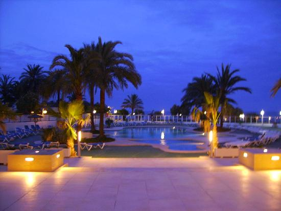 Playa Dorada Aparthotel : Pool abends