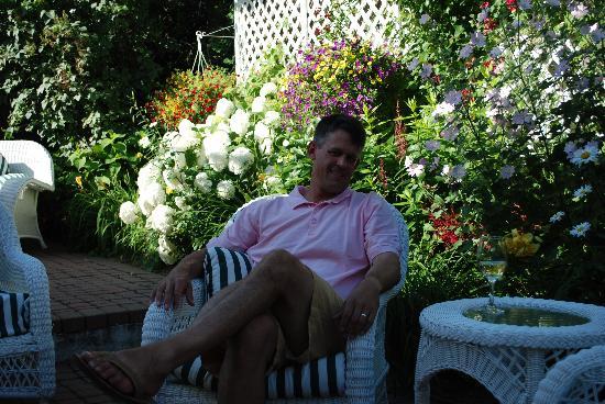 Veranda at Harbor Springs: Enjoying wine on the patio