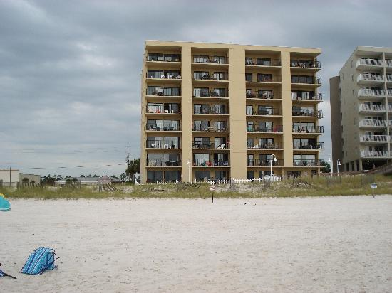 Cayo Perdido, FL: Ocean Breeze East from the beach. 104 is far left corner unit.