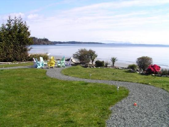 The Lodge at Weirs Beach: The garden