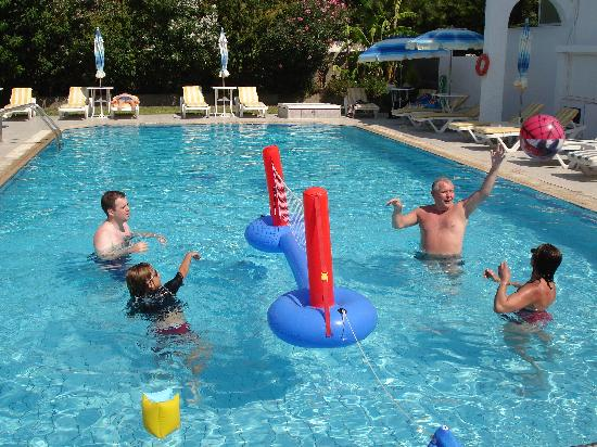 Michalis Studios & Apartments: too much fun in the pool!!