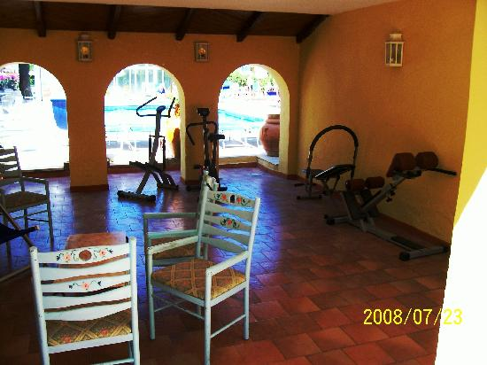Hotel Terme Principe : passaggio patio piscina .zona con attrezzi ginnici