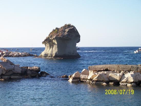 Hotel Terme Principe : il Fungodi Lacco Ameno, posto all'ingresso del porto
