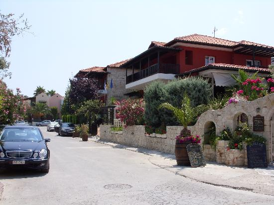 Hotel Aeollos: Side view.