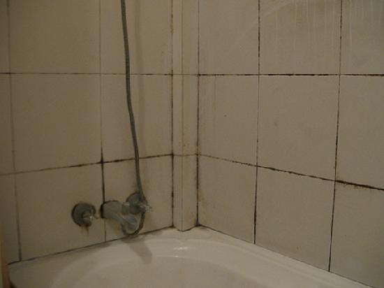 Farol Hotel: Mould in the Shower