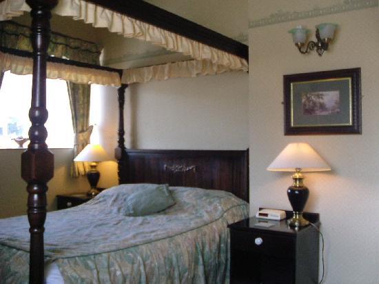 Ashford Arms: Room Eight
