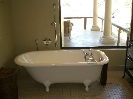 Rattray's on MalaMala: Soaking Tub in Woman's Bathroom