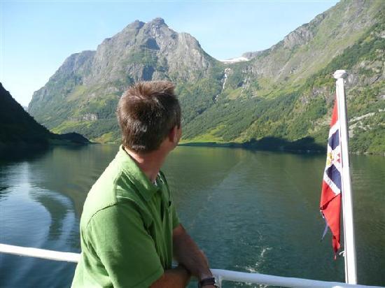 Norway: Cruising along Aurlandsfjord