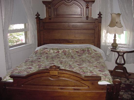 The Prince Edward Victorian Guest Suites: Bedroom