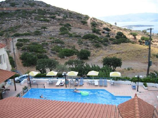 Swimming pool with goat hill in background picture of kalithea apartments agios nikolaos for Hotels in fort william with swimming pool