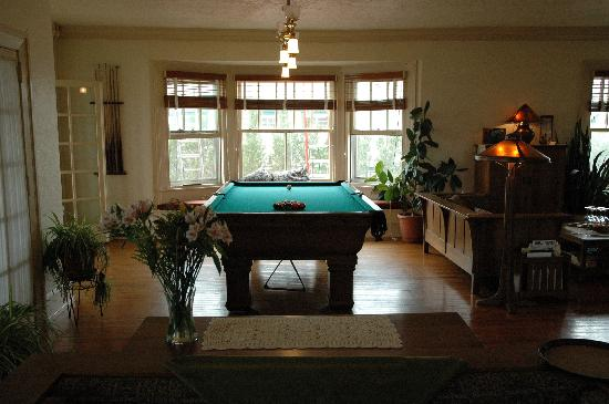 Rhythm Of The Sea Pool Table Living Room