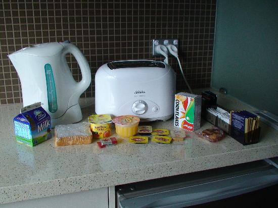 Hyde Park Inn: complimentary in room breakfast