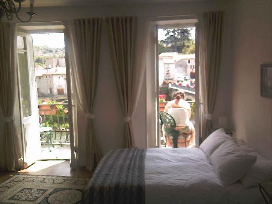 La Maison de la Riviere: Our lovely bedroom