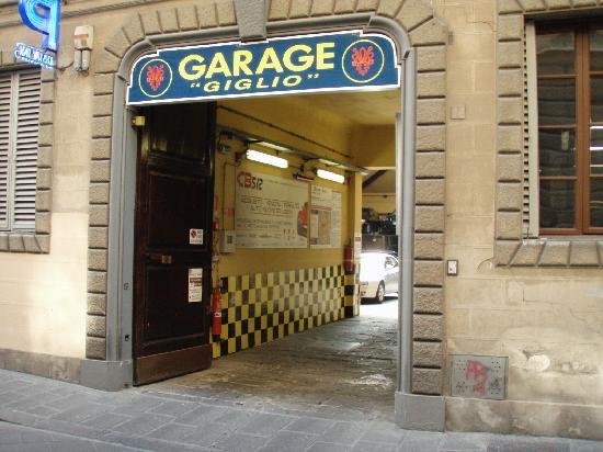 The signs on palace castiglioni alloro b b picture of for Garage block