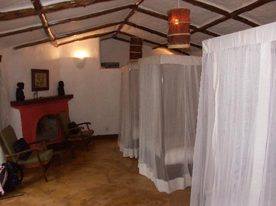Kigongoni Lodge: Room with Three Beds and Fireplace