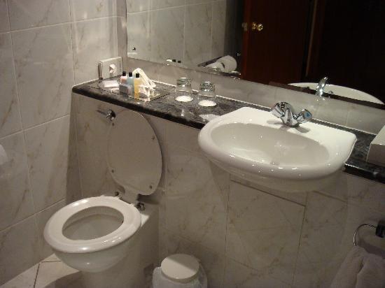 Grange Manor: Bathroom
