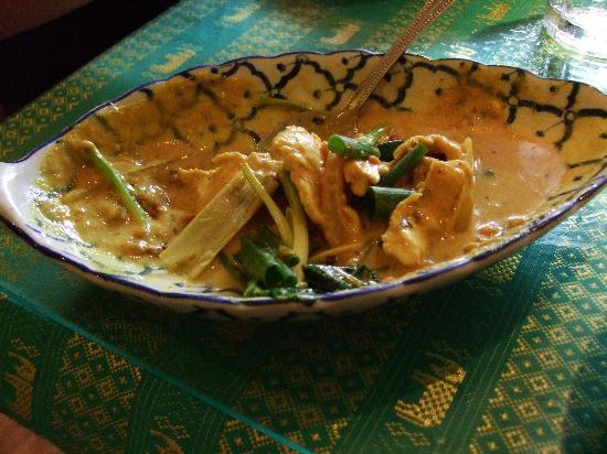 Naung Mai Thai Kitchen : Yummy Chicken and lemongrass