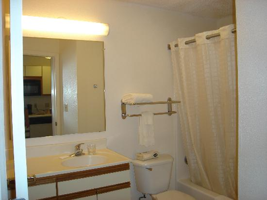 Candlewood Suites - Fort Worth/Fossil Creek : Bathroom