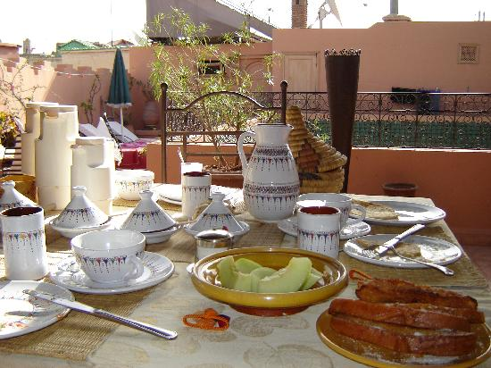 Riad Noor Charana: Breakfast on the roof