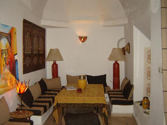 Riad Noor Charana: A sitting room in the Riad main floor