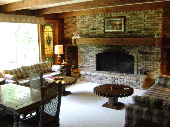 Birdwing Spa: living room of the lodge