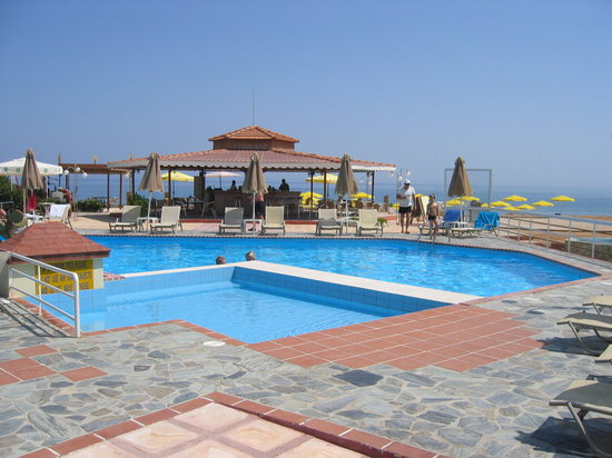 Stalos, Yunanistan: The pool