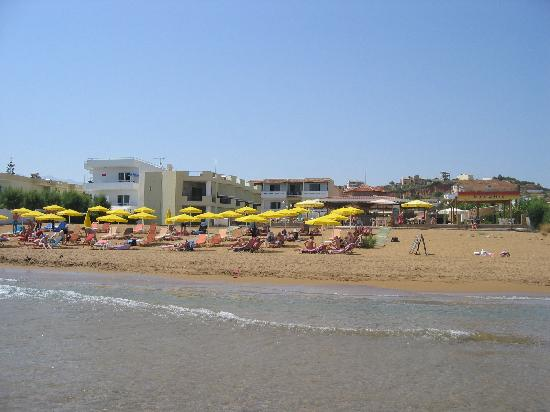 Stalos, Grecja: The hotel seen from sea side