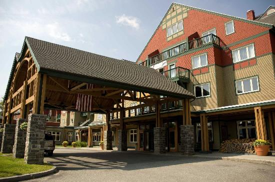Grand Summit Resort Hotel at Mount Snow: Entrance to Grand Summit Resort Hotel