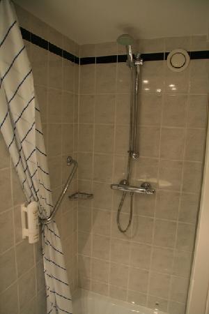 Holiday Inn Express Inverness: Shower