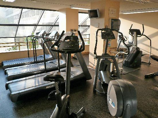 Boston Marriott Peabody: Exercise room treadmills