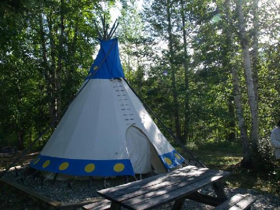 Goldenwood Lodge: Ein Tipi aus der Nähe