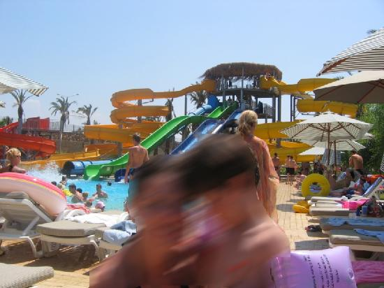 Long Beach Resort Hotel & Spa: The slides are the funniest thing !