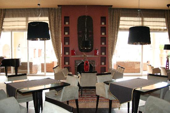 Tikida Golf Palace: salon--bar