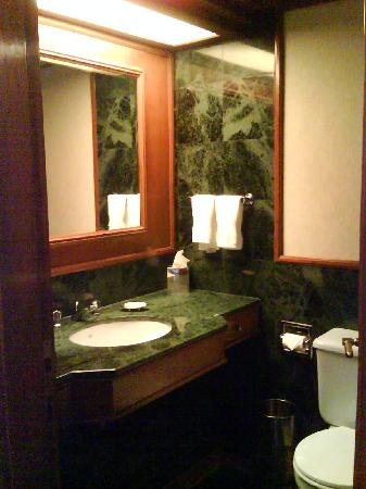 The Gateway Hotel Ummed Ahmedabad: Bathroom shot