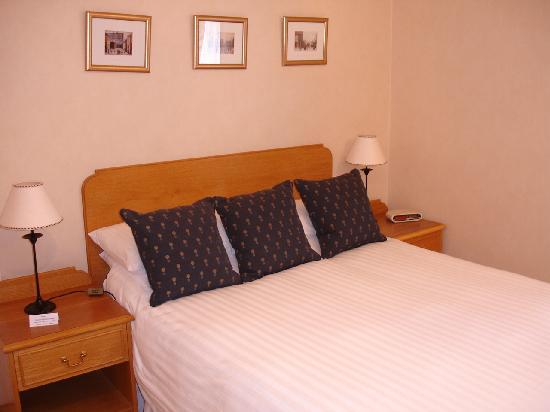 Exemple chambre lit double - Bild von Ballifeary Guest House ...